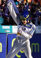 Hopp: Verdenscup WC Hoppuka. 30.12.2001 Oberstdorf, Deutschland,<br />Jubel Sven Hannawald nach seinem Sprung im ersten Durchgang am Sonntag (30.12.2001) beim 1.Springen der Vierschanzentournee in Oberstdorf. <br />Foto: JAN PITMAN, Digitalsport