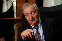05 SEP 2006, BERLIN/GERMANY:<br /> Klaus Toepfer, Bundesminister a.D. und Untergeneralsekretaer der VN a.D., waehrend einem Interview, Hotel Esplanade<br /> IMAGE: 20060905-03-025<br /> KEYWORDS: Klaus Töpfer