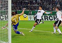Fotball<br /> VM-kvalifisering<br /> Tyskland v Russland<br /> 11.10.2008<br /> Foto: Witters/Digitalsport<br /> NORWAY ONLY<br /> <br /> Tor 2:0 v.l. Torwart Igor Akinfeev, Michael Ballack, Miroslav Klose Deutschland<br /> Fussball WM Qualifikation Deutschland - Russland