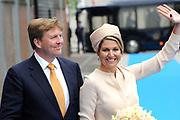 """Koning Willem-Alexander en Koningin Maxima tijdens het streekbezoek aan de achterhoek. Het bezoek staat in het teken van de Achterhoek Agenda 2020, een innovatief voor de toekomst van de Achterhoek dat aansluit op de toekomstvisies van de provincie, de Rijksoverheid en Europa. <br /> <br /> King Willem-Alexander and Queen Maxima visiting the region """"Achterhoek"""". The visit will focus on the Achterhoek Agenda 2020, an innovative for the future of the Achterhoek that meets the future visions of the province, the government and Europe.<br /> <br /> Op de foto / On the photo:  Koning Willem-Alexander en Koningin Maxima komen aan bij het innovatiecentrum ICER in Ulft / King Willem-Alexander and Queen Maxima arrive at the innovation center ICER Ulft"""