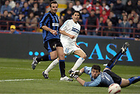 FOOTBALL - UEFA CUP 2003/04 - 1/4 FINAL - 2ND LEG - 14/04/2004 - INTERNAZIONALE MILANO v OLYMPIQUE MARSEILLE - GOAL CAMEL MERIEM (OM) / FRANCESCO TOLDO / CRISTIANO ZANETTI (INT) - PHOTO PHILIPPE LAURENSON / DIGITALSPORT