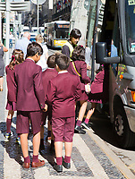 LISSABON (Stad)-Portugal - schoolkinderen in schooltenue. COPYRIGHT KOEN SUYK