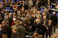 16 NOV 2002, BERLIN/GERMANY:<br /> Namentliche Abstimmung nach der Bundestagsdebatte zu den Gesetzen fuer eine Reform auf dem Arbeitsmarkt, Plenum, Deutscher Bundestag  <br /> IMAGE: 20021116-01-008<br /> KEYWORDS: Übersicht, Uebersicht