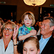 NLD/Amsterdam/20110415 - CD presentatie Jeroen van der Boom, ouders Jeroen met kleinzoon