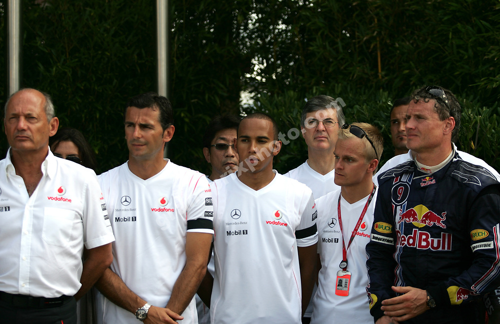 McLaren-Mercedes team principal Ron Dennis, test driver Pedro de la Rosa, Lewis Hamilton, Peter Stayner, Heikki Kovalainen and David Coulthard (Red Bull-Renault) observe a minute of silence in memory of the victims from the Madrid airt crash before the 2008 European Grand Prix in Valencia. Photo: Grand Prix Photo