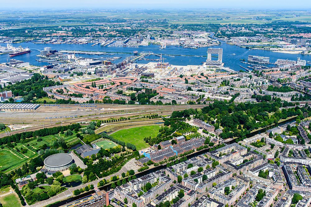 Nederland, Amsterdam, Stadsdeel Westerpark, 29-06-2018; Staatsliedenbuurt, overzicht terrein voormalige Westergasfabriek. Haarlemmervaart, Spaarndammerbuurt.<br /> Former Western gasworks.<br /> <br /> luchtfoto (toeslag op standard tarieven);<br /> aerial photo (additional fee required);<br /> copyright foto/photo Siebe Swart