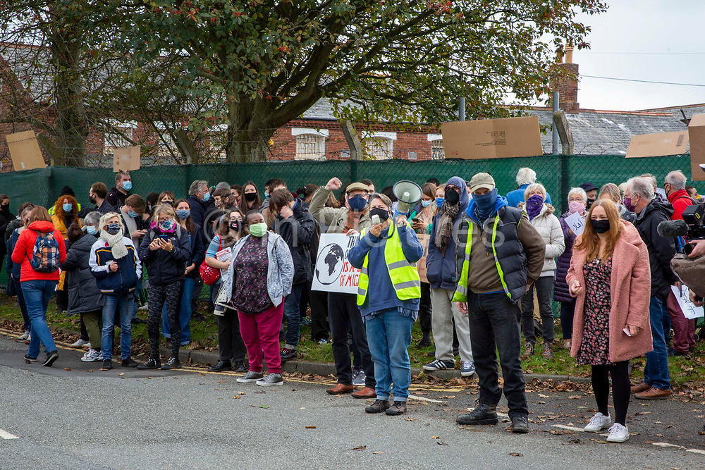 'Welcome To Folkestone' About 400 local residents and community groups including Kent Refugee Action Network and Samphire came together outside Napier Barracks to show the people staying there that they are welcome to the town on the 17th of October 2020 in Folkestone, United Kingdom. In September 2020 Napier Barracks a former military camp was transformed into an assessment and dispersal facility for 400 asylum seekers by the Home Office.