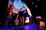 Kira Wunck (1978) heeft haar prijs in ontvangst genomen, links staat verliezend finalist Boris de Jong (1977). In Utrecht vindt het tiende Nationaal Kampioenschap Poetry Slam plaats. Negen dichters dragen eigen werk voor en door middel van een applausmeting en een jury wordt bepaald wie naar de finale gaat. Tijdens de finalebattle, waarbij de twee finalisten gedichten tegen elkaar voordragen, bepaalt het publiek wie de uiteindelijke winnaar wordt.<br /> <br /> Kira Wuck (1978) has won the tenth NK Poetry Slam, left is finalist Boris de Jong (1977). In Utrecht the tenth Dutch Championship Poetry Slam is taking place. Nine poets recite their own works, and through an applause measurement and a jury is determined who goes to the finals. During the final battle, the two finalists recite poems against each other, the audience determines who the winner is.