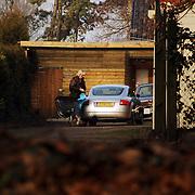 NLD/Naarden/20060107 - Woning van de familie Boltini Oud Huizerweg Naarden, Antoinette Boltini arriveert met haar auto