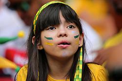 Uma torcedora do Brasil é vista na arquibancada durante a cerimônia de abertura da Copa das Confederações, realizada no Estádio Nacional Mané Garrincha, em Brasília, antes da partida entre Brasil e Japão. FOTO: Jefferson Bernardes/Preview.com