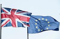 09 APR 2019, BERLIN/GERMANY:<br /> Flaggen Vereinigtes Koenigreich und Europaeische Union, waehrend dem Besuch von T heresa M ay, Premierministerin  Vereinigtes Koenigreich, und A ngela M erkel, Bundeskanzlerin, Bundeskanzleramt<br /> IMAGE: 20190409-01-002<br /> KEYWORDS: Fahnen, Flagge, Flag, Flags, Vereinigten Königreich, United Kingdom, Großbritannien, Grossbritannien