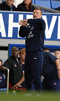 Photo: Paul Greenwood.<br />Everton v Sheffield United. The Barclays Premiership. 21/10/2006. Everton manager David Moyes urges his players forward.