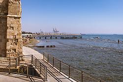 THEMENBILD - Blick auf das Mittelmeer und die Hafenanlage an einem heissen Sommertag, aufgenommen am 16. August 2018 in Larnaka, Zypern // View of the Mediterranean Sea and the port facility on a hot summer Day, Larnaca, Cyprus on 2018/08/16. EXPA Pictures © 2018, PhotoCredit: EXPA/ JFK