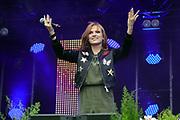 """Auftritt von Anni Perka beim Open Air-Festival """"Der Berg bebt!"""" vom 15.07.2017 auf dem Plaun Grond, Flims."""