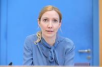 12 FEB 2021, BERLIN/GERMANY:<br /> Prof. Dr. Sandra Ciesek, Direktorin des Instituts für Medizinische Virologie am Universitätsklinikum Frankfurt, Pressekonferenz zur Corona-Lage im Lockdown, Bundespressekonferenz<br /> IMAGE: 20210212-01-017<br /> KEYWORDS: Corvid-19