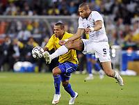 Fotball<br /> USA v Brasil<br /> Foto: DPPI/Digitalsport<br /> NORWAY ONLY<br /> <br /> FOOTBALL - CONFEDERATIONS NATIONS CUP 2009 - GROUP B - 1ST ROUND - USA v BRAZIL - 18/06/2009 <br /> <br /> OGUCHI ONYEWU (USA) / LUIS FABIANO (BRA)