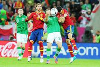 Fotball , 14. juni 2012 , Euro , Spania - Irland<br /> v.l. Robbie Keane, Sergio Ramos, Simon Cox, Sergio Busquets (Spanien)<br /> Norway only