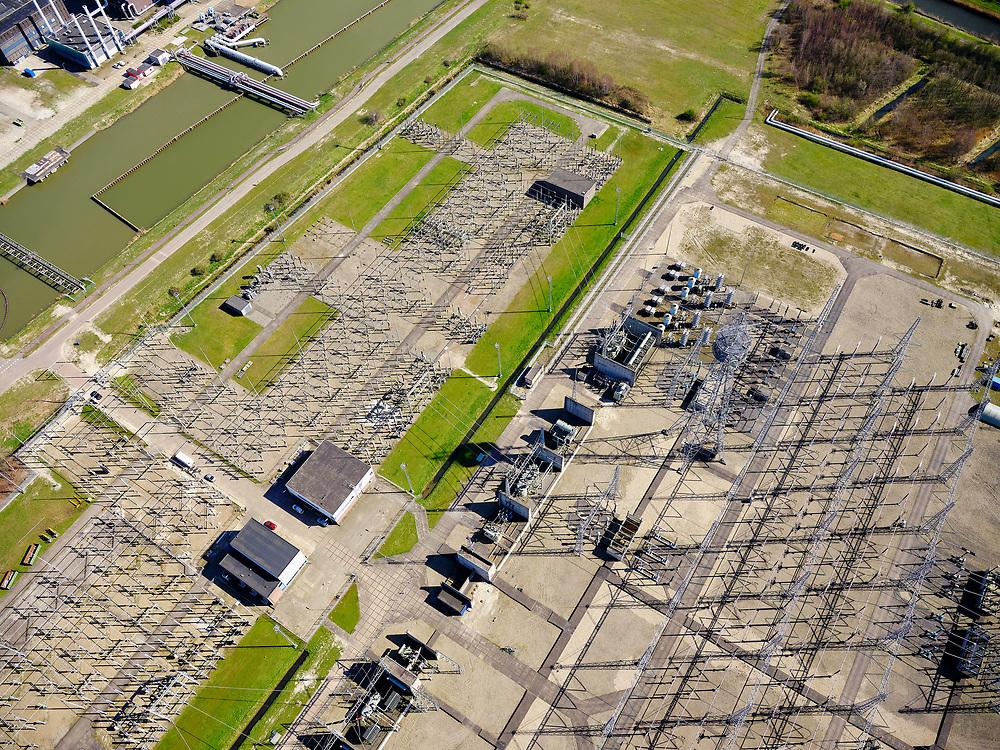 Nederland, Noord-Holland, Diemen, 02-09-2020; PEN-eiland (Diemer Vijfhoek) met Centrale Diemen, STEG-warmtekrachtcentrale, electriciteitscentrale van Vattenfall (voorheen Nuon). Naast de centrale de warmtebuffer voor opslag van stadswarmte. In de achtergrond IJburg.<br /> Vattenfall power plant near Amsterdam.<br /> luchtfoto (toeslag op standard tarieven);<br /> aerial photo (additional fee required);<br /> copyright foto/photo Siebe Swart