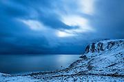 Shoreline at Mulevika, Kvalsvik, Norway. Eveningshot with long exposuretime | Kystlinje ved Mulevika, Kvalsvik, Norge. Kveldsbilde med lang eksponeringstid.