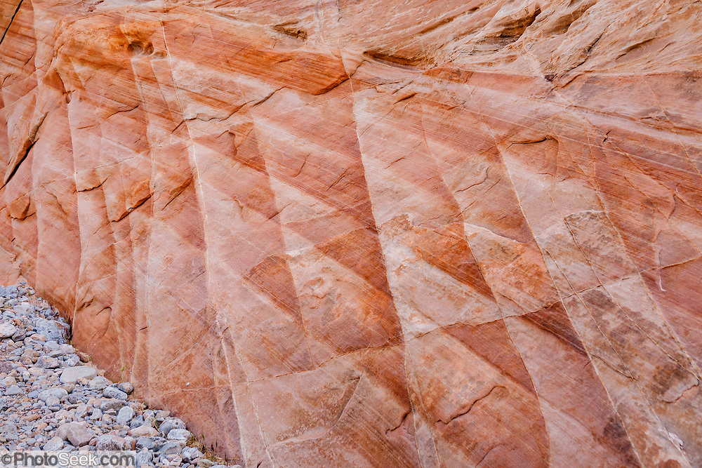 Sandstone rock patterns in Kaolin Wash, Valley of Fire State Park, near Moapa Valley, Nevada, USA. Starting more than 150 million years ago, great shifting sand dunes during the age of dinosaurs were compressed, uplifting, faulted, and eroded to form the park's fiery red sandstone formations.
