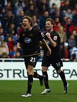 Fotball<br /> England 2004/2005<br /> Foto: SBI/Digitalsport<br /> NORWAY ONLY<br /> <br /> 27/11/2004 <br /> The Coca Cola Championship.<br /> Reading V Wigan Athletic<br /> <br /> Wigan's Alan Mahon celebrates his goal