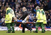 Fotball<br /> Premier League 2004/05<br /> Birmingham v Newcastle<br /> 3. oktober 2004<br /> Foto: Digitalsport<br /> NORWAY ONLY<br /> Birmingham's Muzzy Izzet is stretchered off