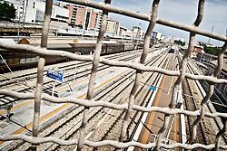 I binari della stazione ferrovia centrale di Brindisi vista dal calvalcavia Alcide De Gasperi. 29/05/2010 PH Gabriele Spedicato
