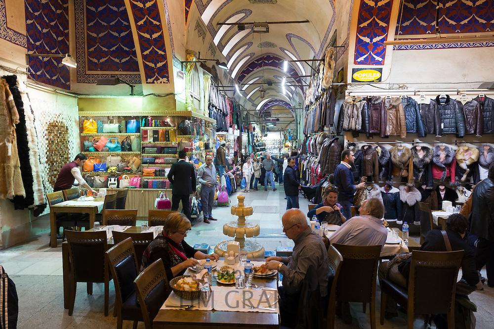 People dining in coffee shop cafe Sark Kahvesi inside The Grand Bazaar, Kapalicarsi, great market, Istanbul, Turkey