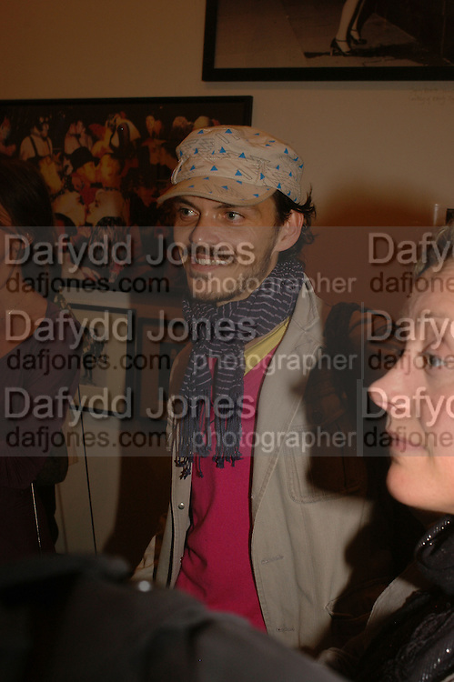 MATTHEW WILLIAMSON, Opening of Photo-London, Burlington Gdns. London. 17 May 2006. ONE TIME USE ONLY - DO NOT ARCHIVE  © Copyright Photograph by Dafydd Jones 66 Stockwell Park Rd. London SW9 0DA Tel 020 7733 0108 www.dafjones.com