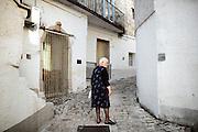 Anziana per i vicoli del centro storico, Orsara di Puglia 3 Maggio 2014.  Christian Mantuano / OneShot