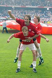 01-06-2003 NED: Amstelcup finale FC Utrecht - Feyenoord, Rotterdam<br /> FC Utrecht pakt de beker door Feyenoord met 4-1 te verslaan / Dave van den Bergh, Igor Gluscevic