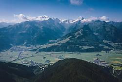 THEMENBILD - Blick auf das Kitzsteinhorn und Kaprun, aufgenommen am 30. Juli 2020 in Zell am See, Österreich // View of the Kitzsteinhorn and the Village Kaprun, Zell am See, Austria on 2020/07/30. EXPA Pictures © 2020, PhotoCredit: EXPA/ JFK