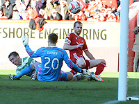 09/11/14 SCOTTISH PREMIERSHIP <br /> ABERDEEN v CELTIC <br /> PITTODRIE - ABERDEEN<br /> Celtic's Stefan Johansen (left) chips the ball into the net to equalise for his side 1-1
