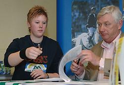 17-02-2007 ATLETIEK: AA DRINK TALENTTEAM: GENT<br /> Ondertekening sponsorcontract tussen AA Drink en het Talentteam / Denise Kemkers, Cees Pille <br /> ©2007-WWW.FOTOHOOGENDOORN.NL