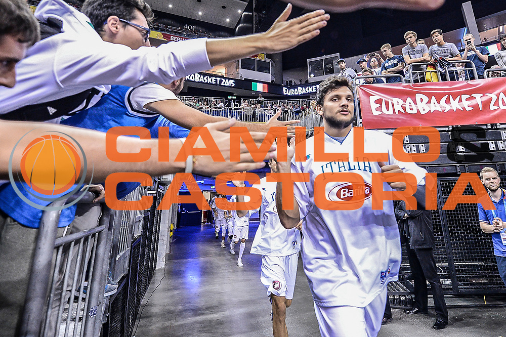 DESCRIZIONE : Berlino Berlin Eurobasket 2015 Group B Germany Germania - Italia Italy<br /> GIOCATORE : Alessandro Gentile<br /> CATEGORIA : Before Pregame Fair Play<br /> SQUADRA : Italia Italy<br /> EVENTO : Eurobasket 2015 Group B<br /> GARA : Germany Italy - Germania Italia<br /> DATA : 09/09/2015<br /> SPORT : Pallacanestro<br /> AUTORE : Agenzia Ciamillo-Castoria/M.Longo