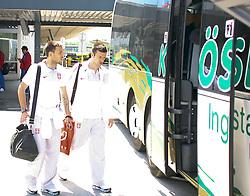 25.05.2010, Airport Salzburg, Salzburg, AUT, WM Vorbereitung, Serbien Ankunft im Bild Beim Bus, Nationalteam Serbien, EXPA Pictures © 2010, PhotoCredit EXPA R. Hackl / SPORTIDA PHOTO AGENCY