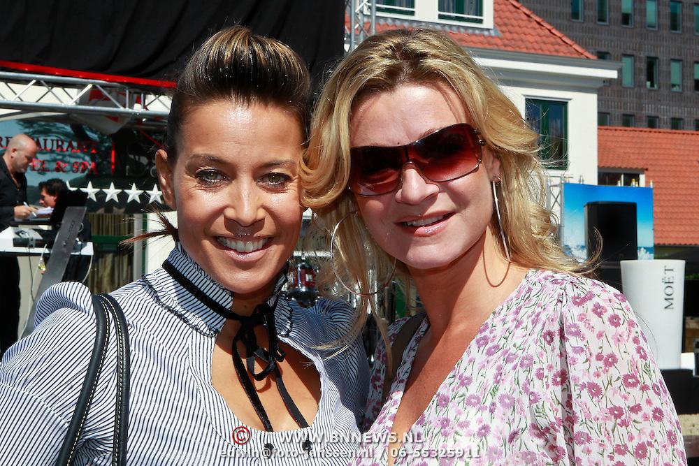 NLD/Rijswijk/20110601 - Uitreiking Talkies Terras Award 2011, Sandy Kandau en Alma Nieto