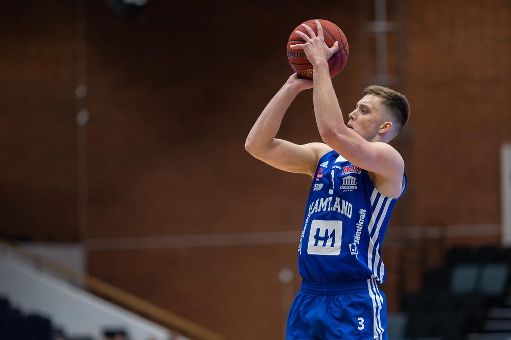 ÖSTERSUND 20210924<br /> Jämtlands Adam Johansson under fredagens match i Basketligan mellan Jämtland Basket och Nässjö Basket i Östersunds Sporthall<br /> <br /> Foto: Per Danielsson/Projekt.P