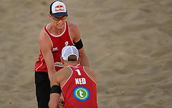 18-07-2014 NED: FIVB Grand Slam Beach Volleybal, Scheveningen<br /> Knock out fase - Alexander Brouwer (1), Robert Meeuwsen (2) NED