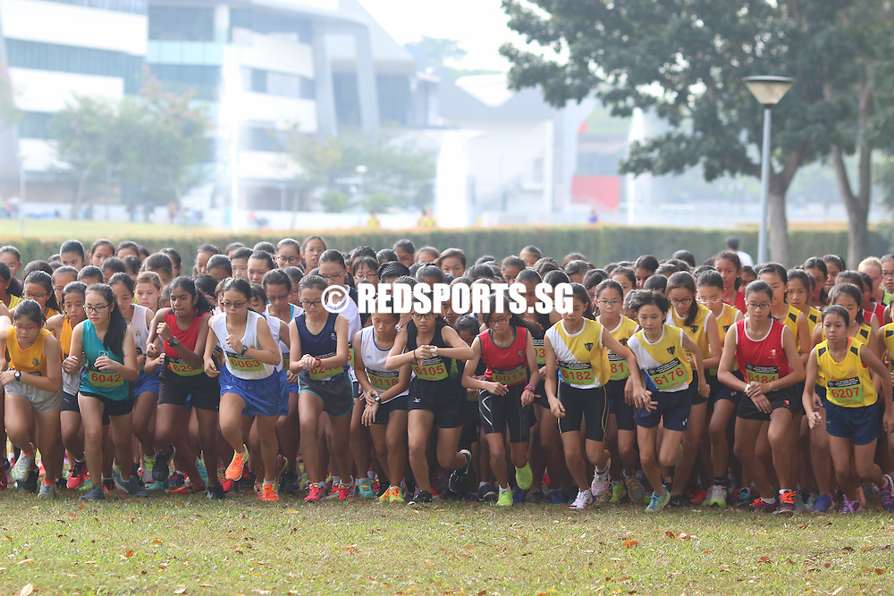 Runners from the C Division Girls category starting their stopwatch as their race begins. (Photo © Chua Kai Yun/Red Sports)