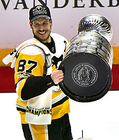 NASHVILLE, TN - JUNE 11:  Sidney Crosby #87 of the Pittsburgh Penguins celebrates with the Stanley Cup trophy after they defeated the Nashville Predators 2-0 in Game Six of the 2017 NHL Stanley Cup Final at the Bridgestone Arena on June 11, 2017 in Nashville, Tennessee.  (Photo by Frederick Breedon/Getty Images)