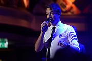 Caro Emerald krijgt de Radio 2 Mijlpaal tijdens een intiem optreden in TivoliVredenburg.<br /> <br /> Op de foto:  Jan-Willem Roodbeen