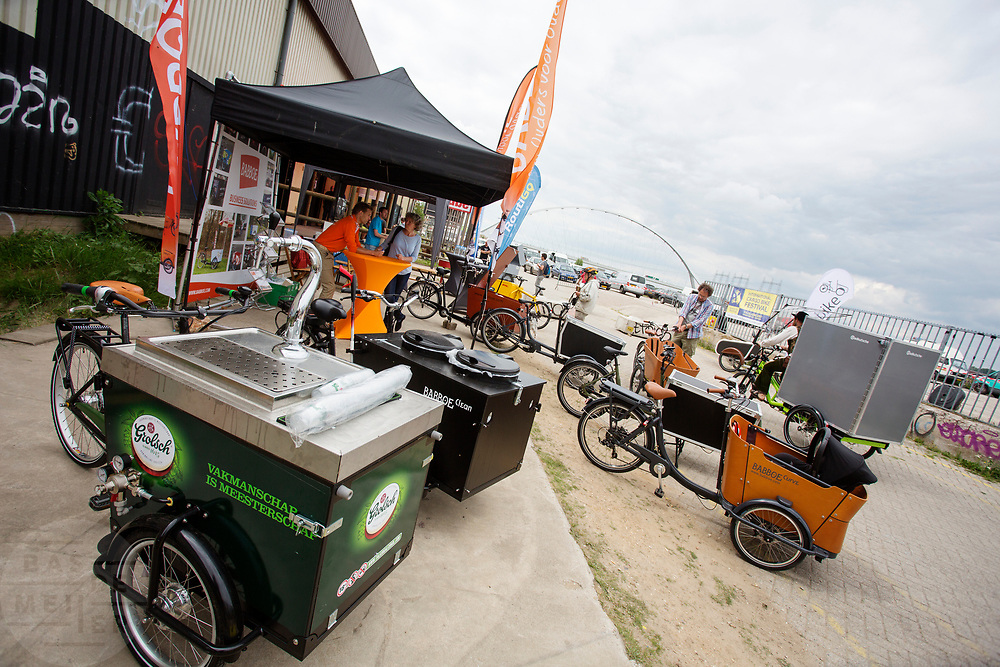 Het Nederlandse Babboe toont oplossingen voor onder andere een biertap op de bakfiets. In Nijmegen wordt de internationale conferentie Velo City gehouden. Tijdens het meerdaags congres praten beleidsmedewerkers en de fietsindustrie over het gebruik van de fiets in het dagelijks leven. Daarnaast zijn er tal van fietsgerelateerde activiteiten.<br /> <br /> In Nijmegen the bike related congress Velo City 2017 is held. From all over the world people come to talk about the use of the bicycle as a way of transportation.