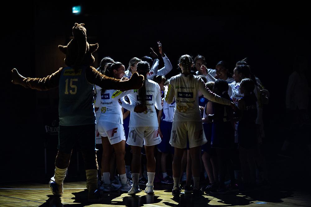 ÖSTERSUND 20210925<br /> Slutpepp under lördagens match i Basketligan mellan Östersund Basket och Uppsala Basket i Östersunds Sporthall<br /> <br /> Foto: Per Danielsson/Projekt.P