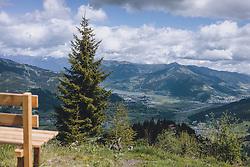 THEMENBILD - eine Holzbank am Maiskogel mit Blick auf das Zeller Becken, den Zeller See und die umliegende Bergwelt, aufgenommen am 24. Mai 2020 in Kaprun, Oesterreich // a wooden bench on the Maiskogel with a view of the Zell basin, the Zell lake and the surrounding mountains in Kaprun, Austria on 2020/05/24. EXPA Pictures © 2020, PhotoCredit: EXPA/Stefanie Oberhauser