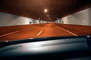 Nederland, Roermond, 8-4-2020 In de de Roertunnel onderdeel van de A73, is het niet druk. Vanwege de coronacrisis werken veel mensen thuis.Foto: Flip Franssen