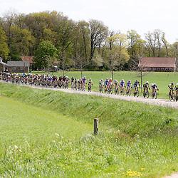 02-05-2015: Wielrennen: Ronde van Overijssel mannen: Rijssen  <br />RIJSSEN (NED) wielrennen:  De 63e ronde van Overijssel heeft als zwaarte punt de heuveltjes rond Ootmarsum en de Sallandse heuvelrug. Net als in de ronde van Vlaanderen kent men in Overijssel het dorp van de ronde. In 2015 is de eer aan Markelo.<br />Het tempo was hoog in deze editie het peloton ging vaak op een lint