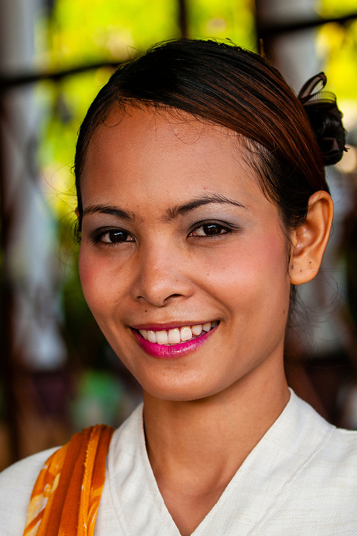 Thai woman, Melati Beach Resort and Spa, Koh Samui (island), Gulf of Thailand, Thailand