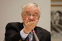 """11 MAR 2005, BERLIN/GERMANY:<br /> Manfred Stolpe, SPD, Bundesverkehrsminister, 4. Kulturwerkstatt des Gespraechskreises Kultur und Politik des Forum Ostdeutschland der Sozialdemokratie e.V. zum Thema """"Zwischen Überlebenskunst und kuenstlerischem Erfolg - Zur Lage der Bildenden Kunst (nicht nur) in Ostdeutschland"""", Willy-Brandt-Haus<br /> IMAGE: 20050311-01-151"""