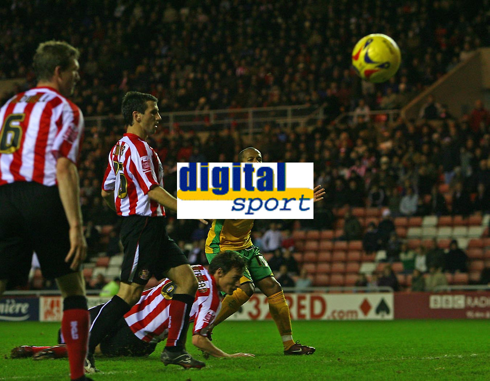 Photo: Andrew Unwin.<br />Sunderland v Norwich City. Coca Cola Championship. 02/12/2006.<br />Norwich's Robert Earnshaw (R) rues a missed opportunity.